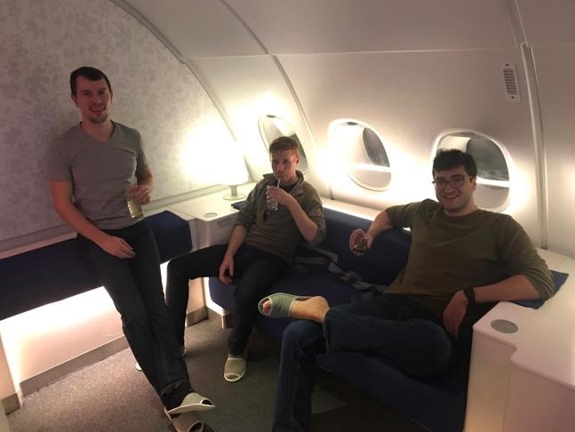 Taylor and a couple of his buddies enjoying a drink in the Korean Air lounge
