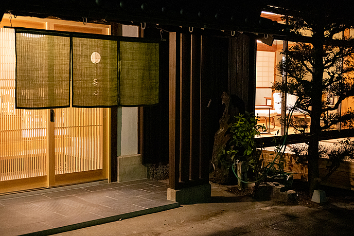屋内, 建物, 部屋, 窓 が含まれている画像  自動的に生成された説明