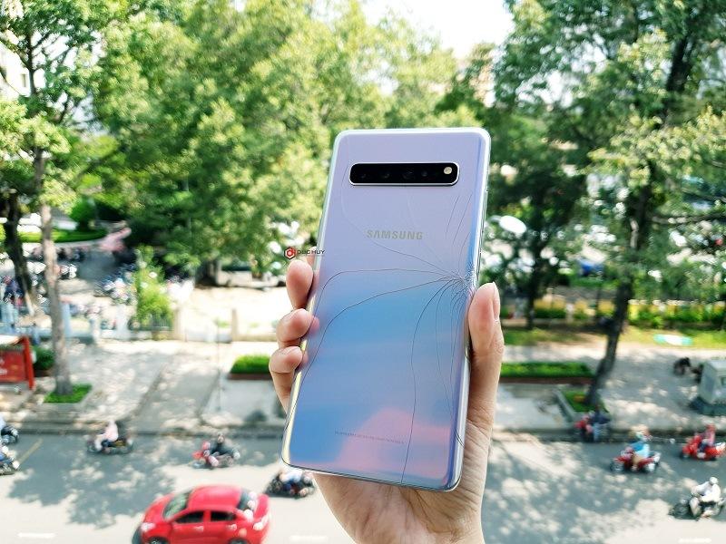 Thay nắp lưng Samsung Galaxy S10, S10 Plus chính hãng