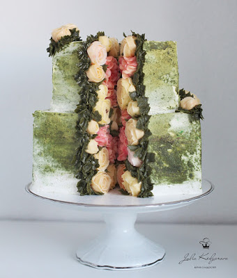 Wedding Color Schemes For Fall - Your wedding cake gives you ample opportunities to add color - Wedding Soiree Blog by K'Mich, Philadelphia's premier resource for wedding planning and inspiration - @sweettoothforever -  Julia Kedyarova