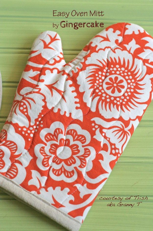 Easy Sewing Projects to Sell - Sewing Projects for The Home - Easy Oven Mitt - Free DIY Sewing Patterns, Easy Ideas and Tutorials for Curtains, Upholstery, Napkins, Pillows and Decor https://diyjoy.com/sewing-projects-for-the-home - DIY Sewing Ideas for Your Craft Business. Make Money with these Simple Gift Ideas, Free Patterns #sewing #crafts