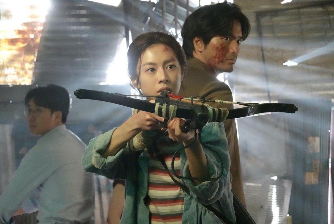 Akting Go Yoon Jung dalam drama Sweet Home.