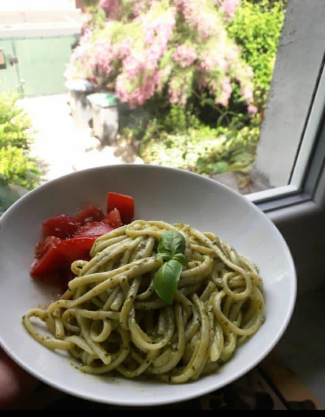 Une image contenant alimentation, table, assiette, plat  Description générée automatiquement
