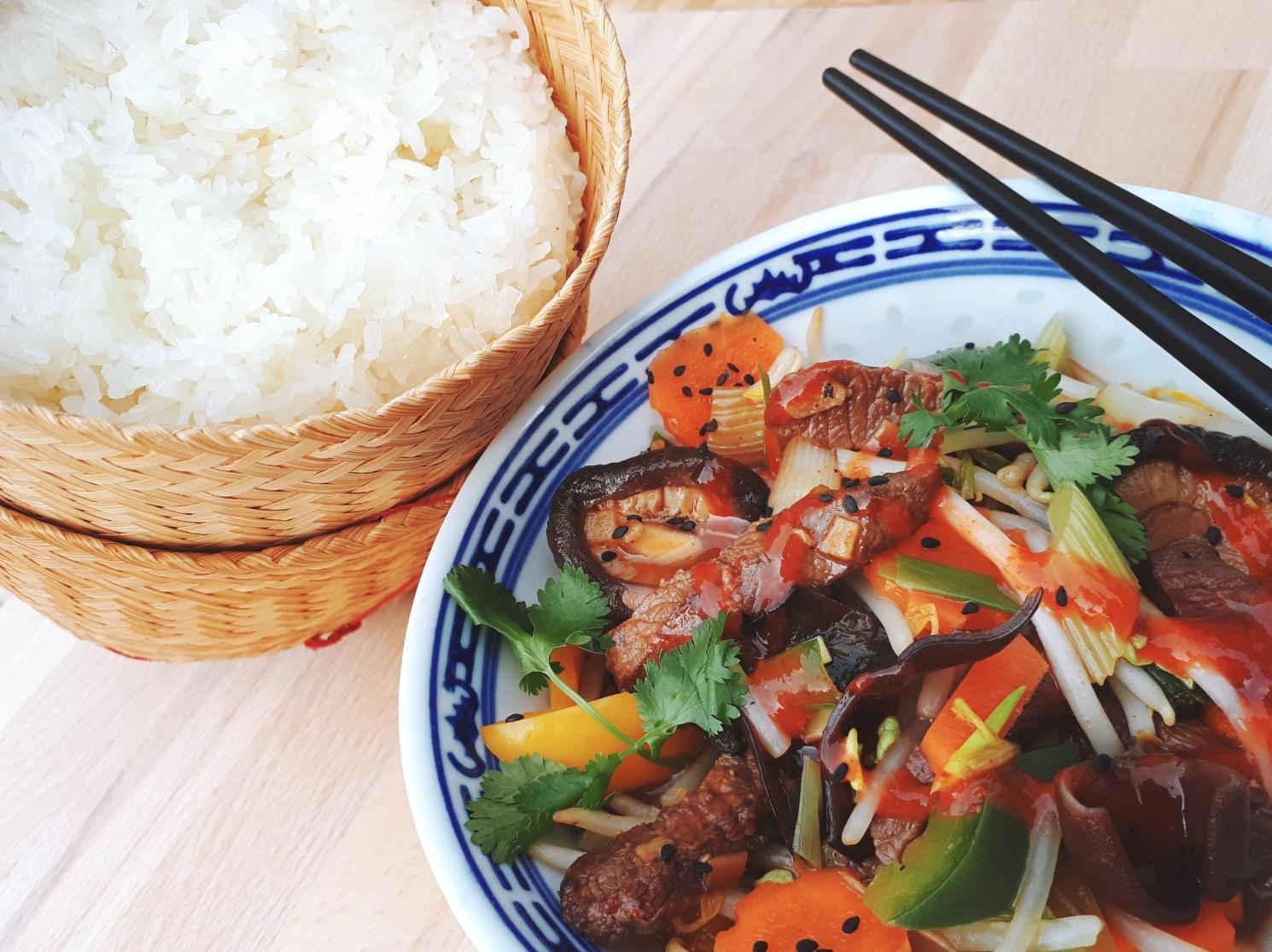 Wok de bœuf à la sauce d'huître, riz gluant  cours de cuisine Grenoble, tropicuisine à dom