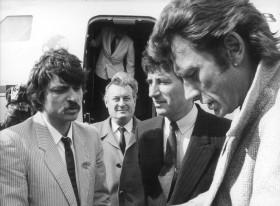 e visite de Jack Lang en 1985, avec Johnny Hallyday au pied de l'avion (photo Émile Sineau)