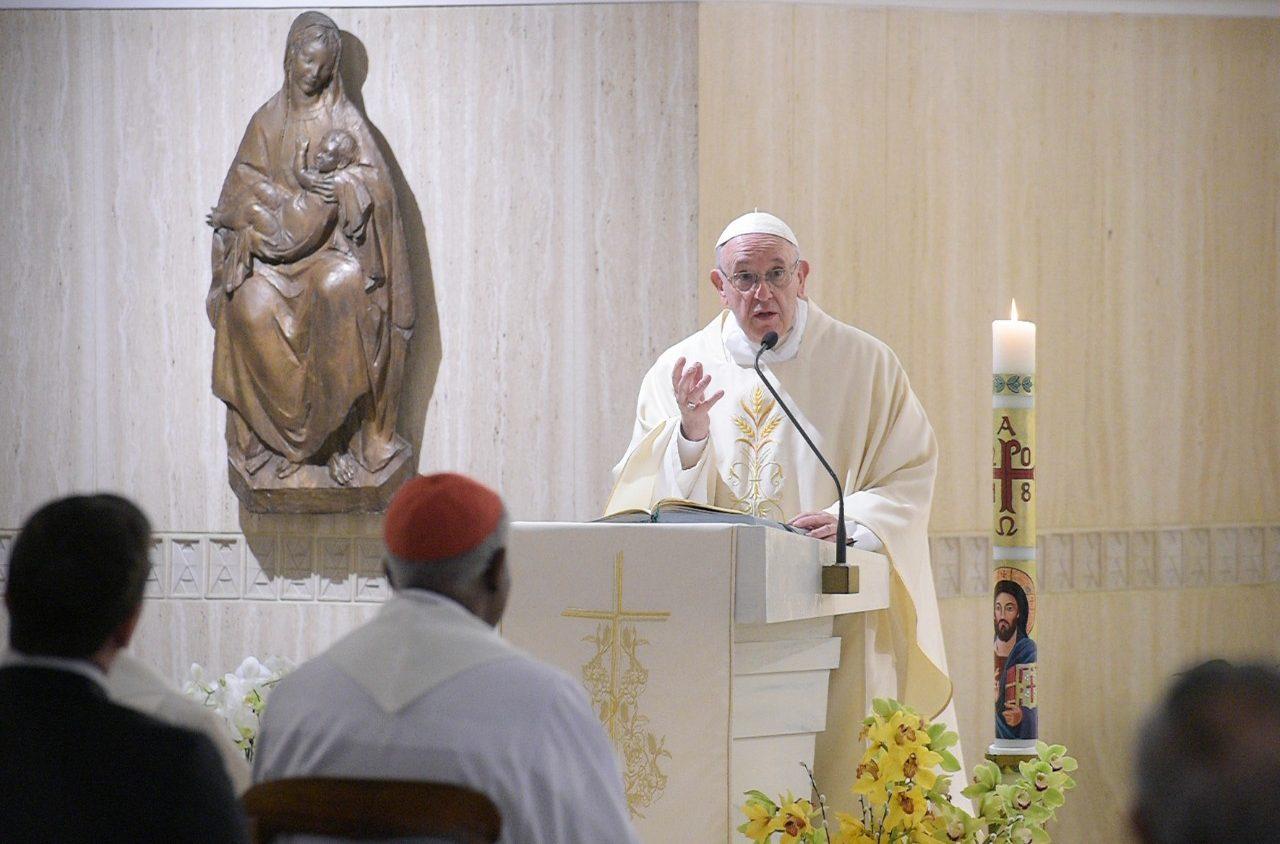 Bài giảng Lễ sáng của Đức Thánh Cha: Mong sao chúng ta nhận biết được ai là người chúng ta phải chống lại, ai đến từ tà thần