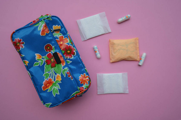 Cosmetic bag with cosmetic pads and tampons — Stock Photo