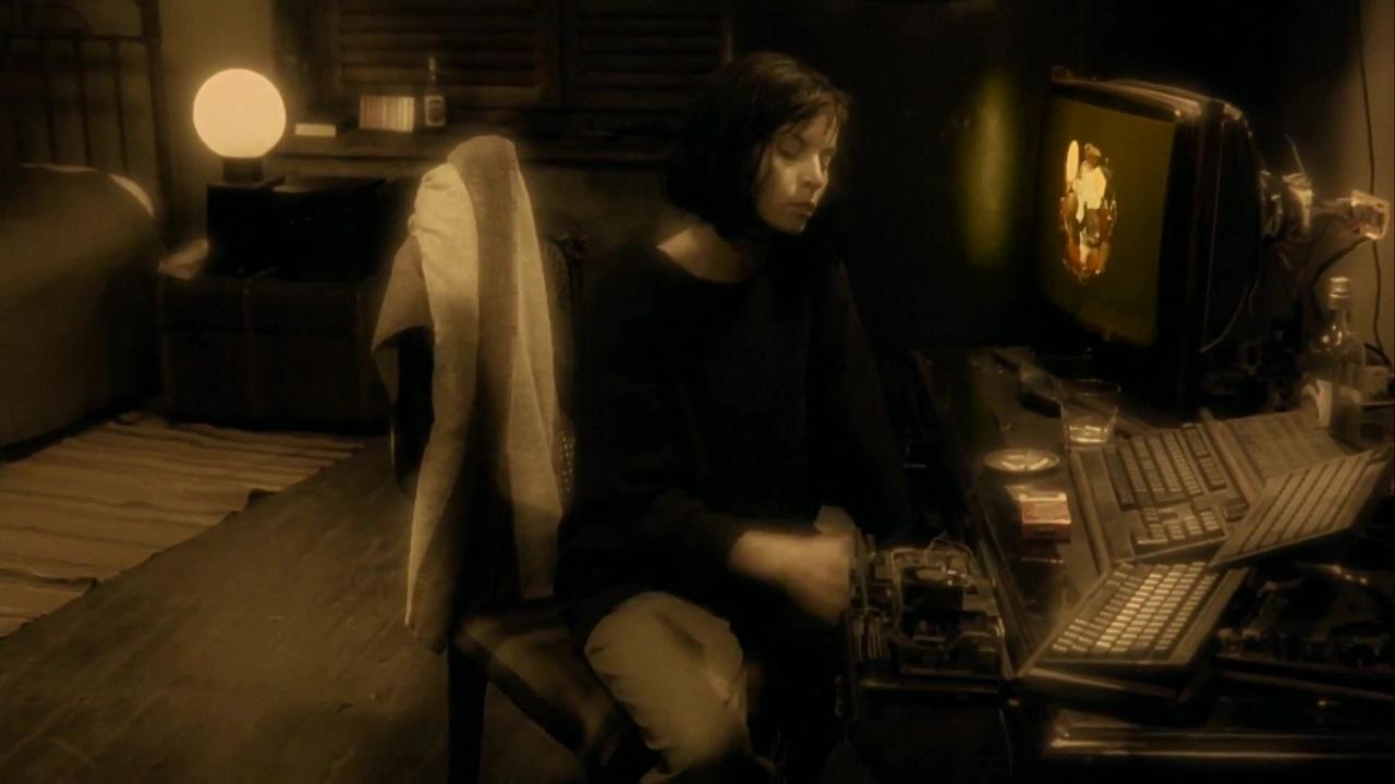 Фото: кадры из фильма «Авалон», 2001