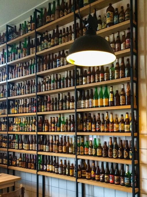 Cervejarias em Amsterdam - Vai dizer que uma parede dessas não ia ficar massa na sua churrasqueira?