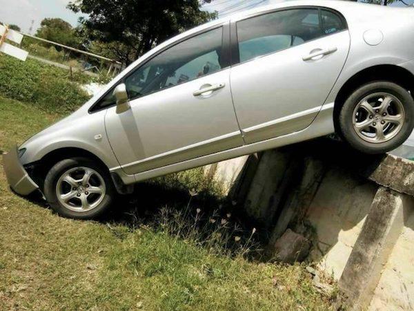 ตัวรถได้รับความเสียหายในส่วนหน้าของรถ