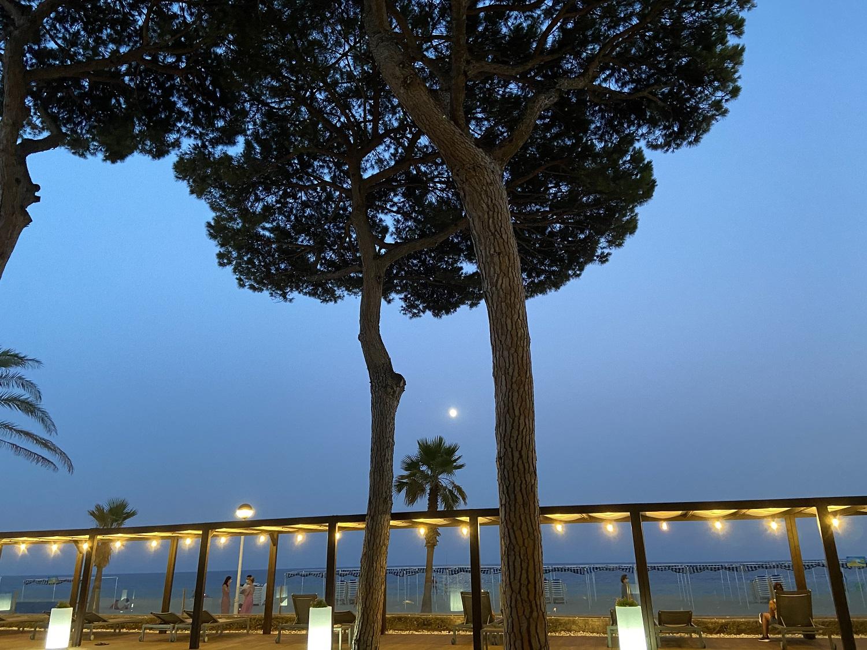 Vistas de la playa desde el hotel Estival Centurión de noche