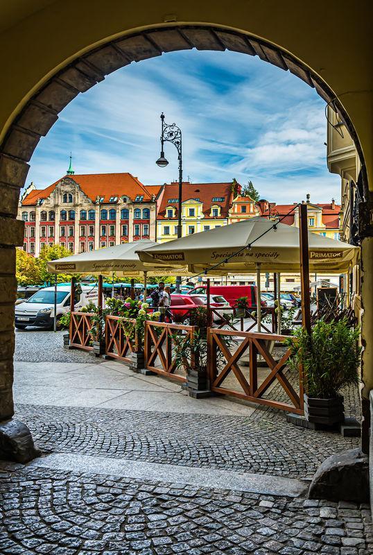 10 - Spojrzenie na Plac Solny z bramy narożnej...