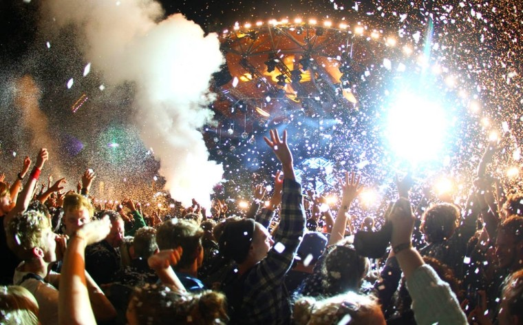 party-like-a-rock-star-the-european-music-festival-uses co2 theatrical cryogenic smoke special effects01-760x472.jpg