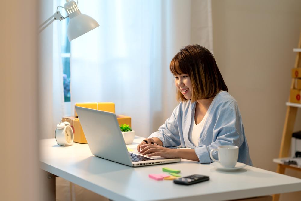 Dapat memantau bisnis dari mana saja sangat krusial bagi kemajuan bisnis.