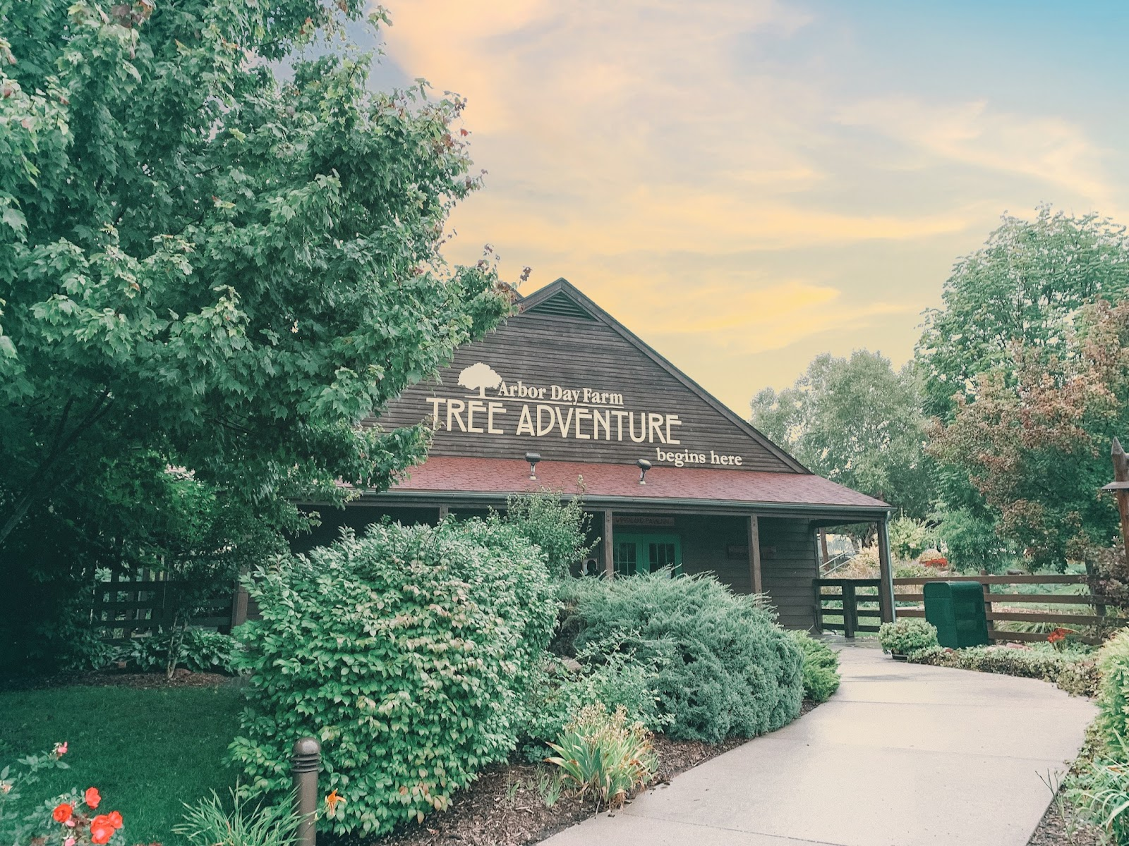 Stay at Arbor Day Farms' Lied Lodge | Lied Lodge | Arbor Day Foundation | Arbor Day Lodge | Nebraska City, Nebraska | Where to stay in Nebraska City | Apple picking Arbor Day Farms | family road trip | Midwest road trip | best places to see fall leaves |