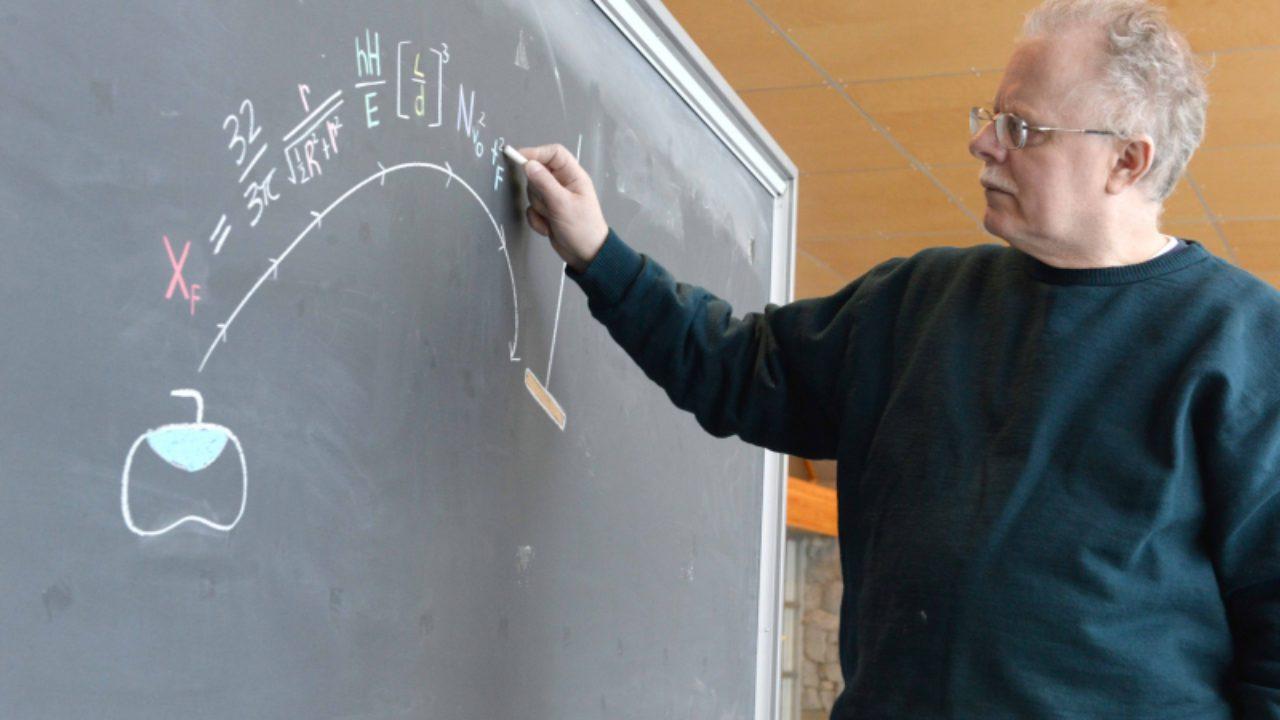 Giáo sư Mark Shegelski đã biến mô hình chuyển động curling  thành một công thức vật lý