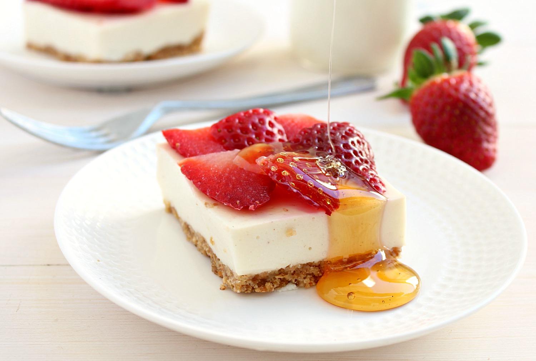 Clean Eating Strawberry Cheesecake Bars - earthly taste