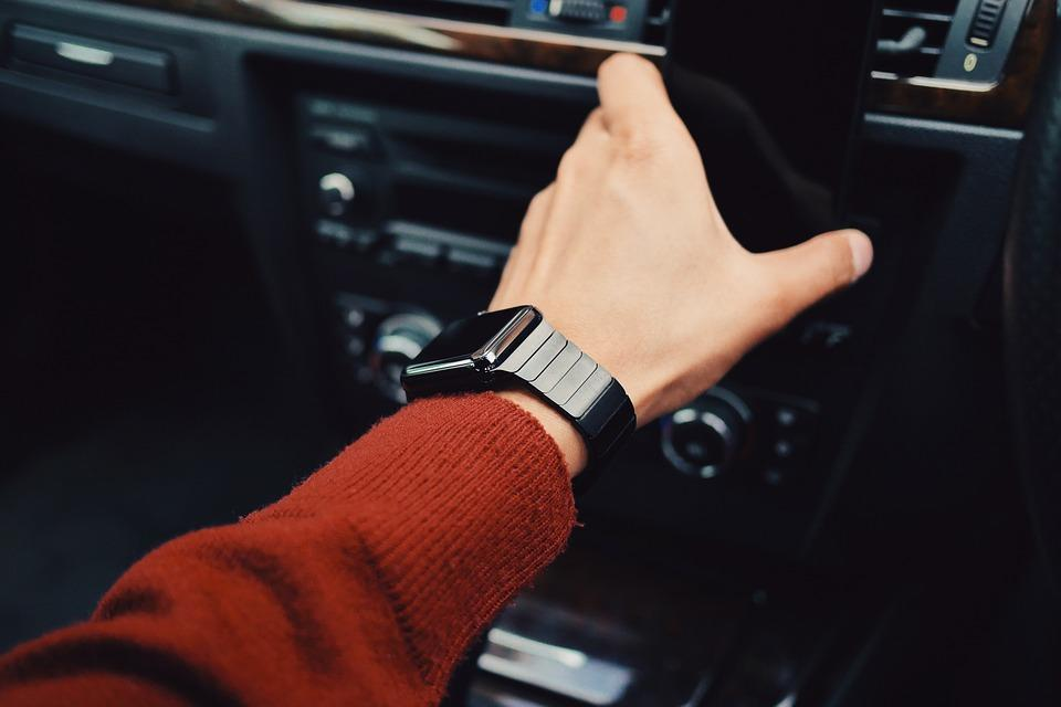 Automotive Companies Investing in Wearable Tech Pilot Programs