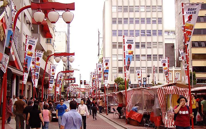 O Bairro da Liberdade, a maior comunidade asiática no País.