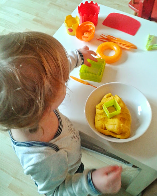 Welcome to Mommyhood: homemade play dough (Easter version)