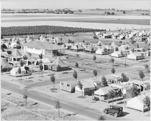 Shafter Camp, Central Valley, California, 1939. Photograph by Dorothy Lange.