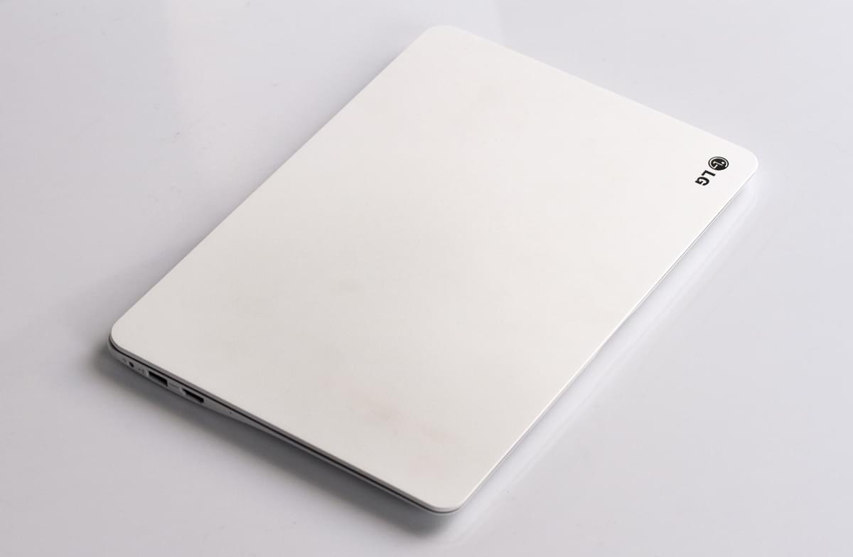 Imagem de Notebook da marca LG do modelo Ultra Slim 14U390