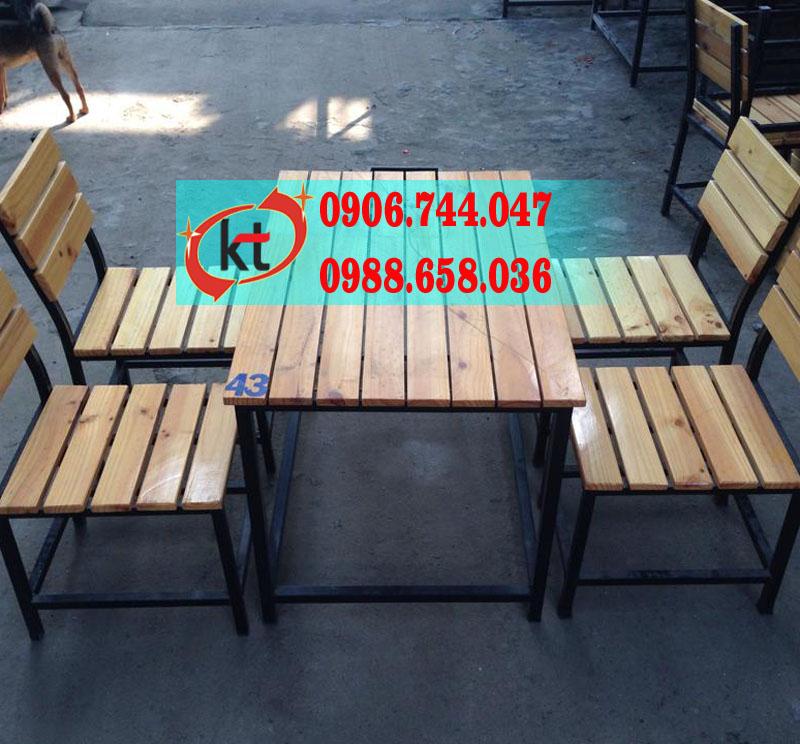 Bàn ghế gỗ thông quán nhậu KT01.jpg