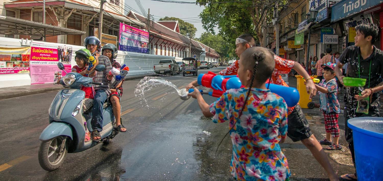 Có một lễ hội Songkran sôi động chờ bạn tham gia trong dịp tháng 4 tại Thái Lan - ảnh 8