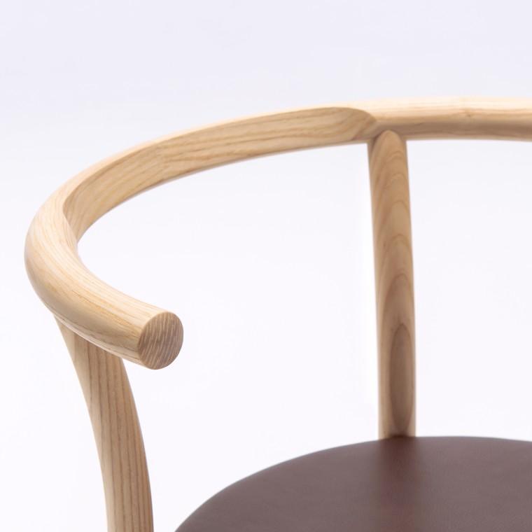 リビング用のシンプルでおしゃれな一生使える丸い椅子・スツールをご紹介