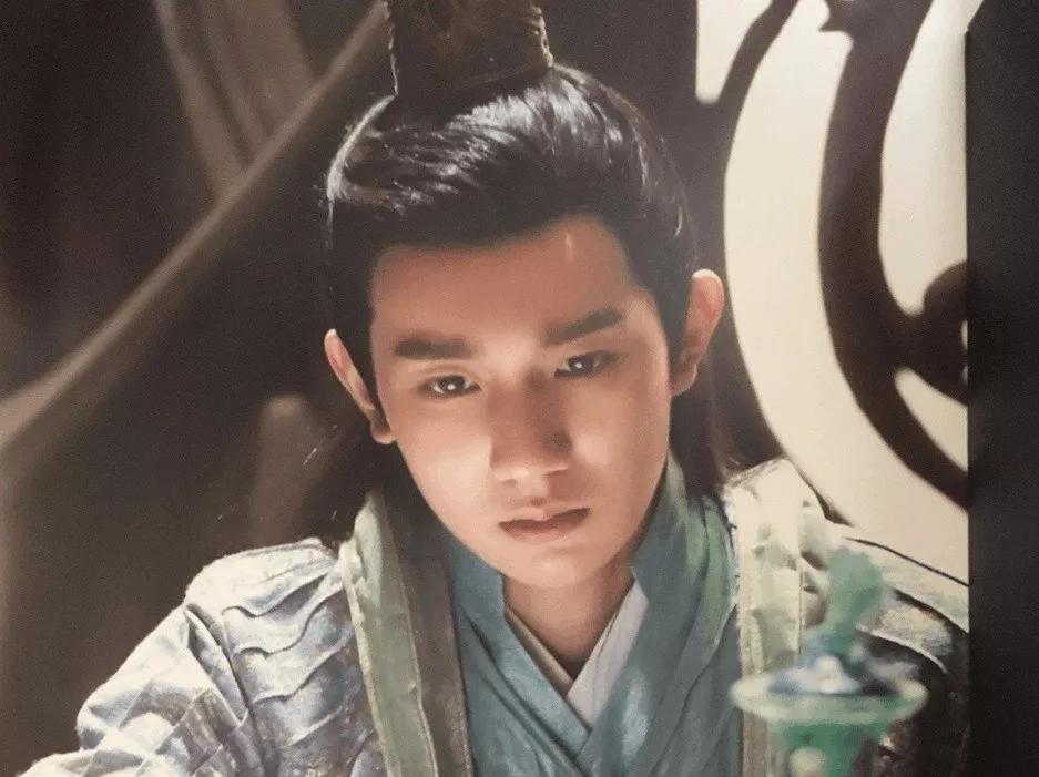 Vương Nguyên (Đại Chúa Tể) quay suốt 12 tiếng đồng hồ khiến fans đau lòng