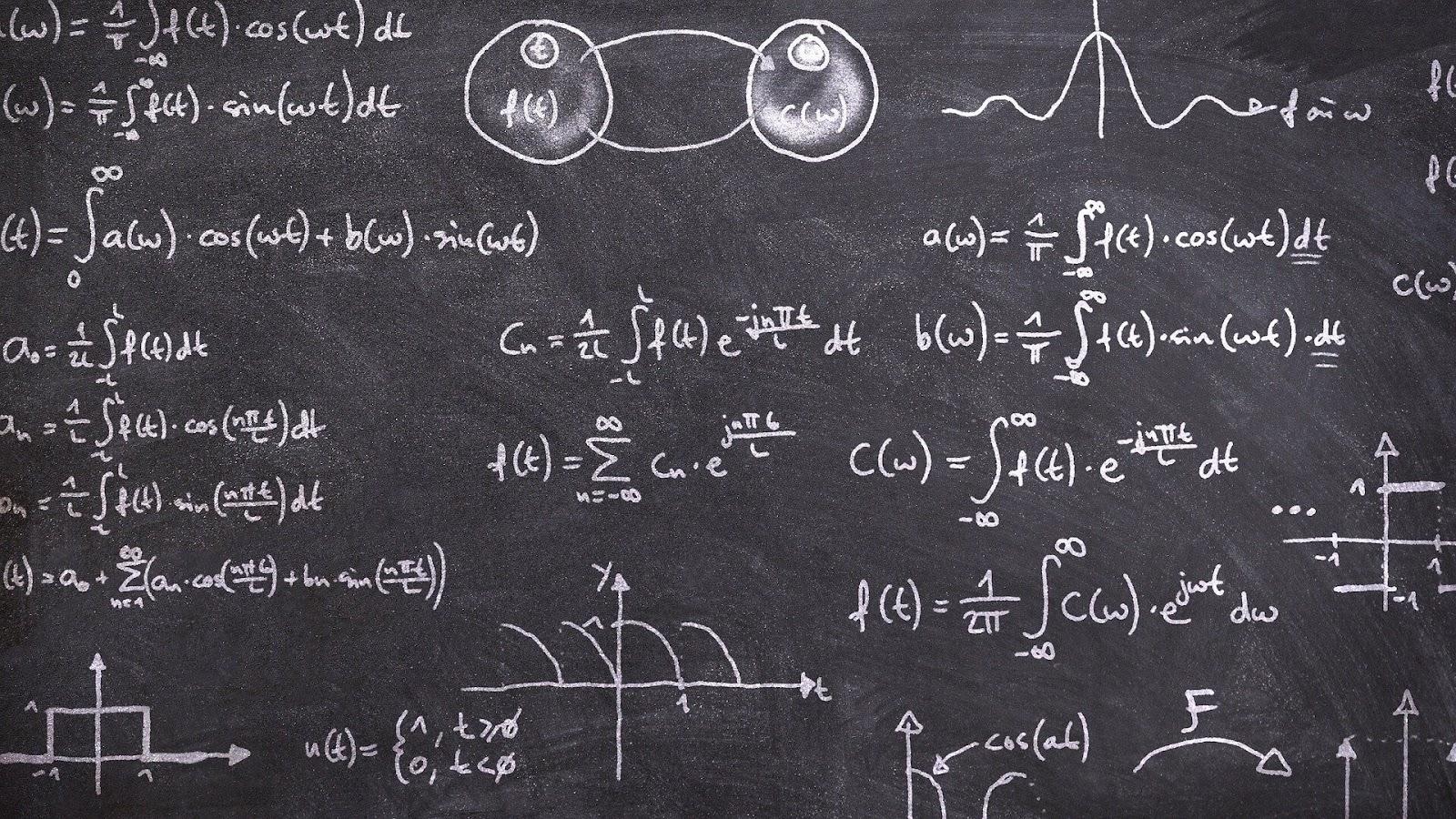 黒板に書かれた数式。