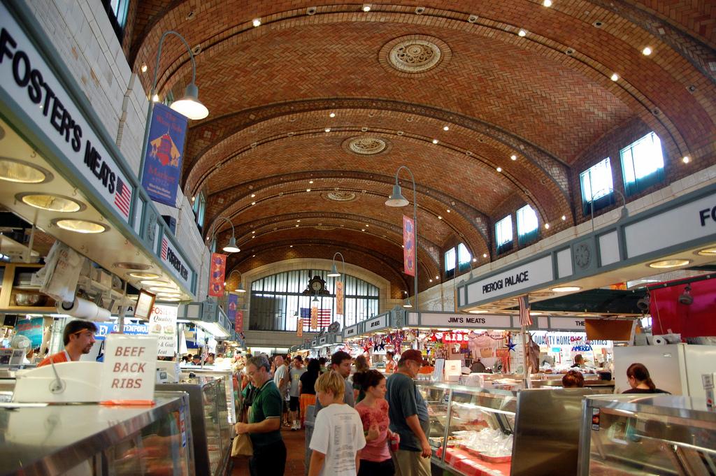 ... Cleveland Market Square ...