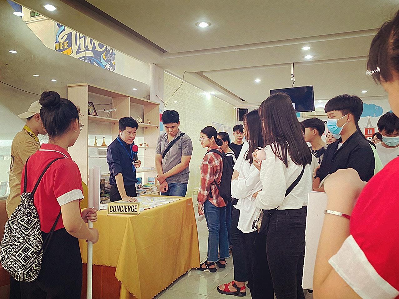 Trường THPT Quang Trung và PTCS-PTTH Bạch Đằng tham quan SaigonACT