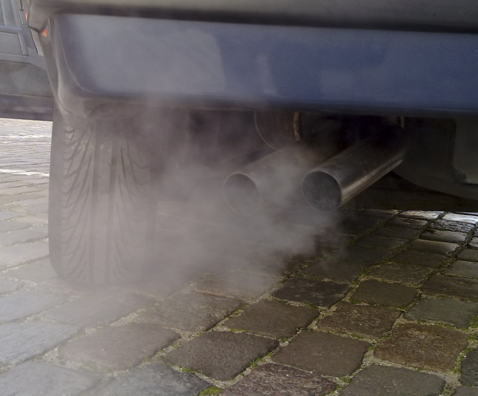 Automobile_exhaust_gas.jpg