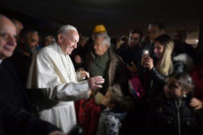 Thứ Sáu Thương xót: Đức Thánh Cha thăm người nghèo và trẻ em đau bệnh