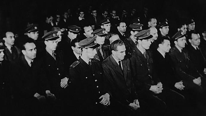 https://diario-octubre.com/wp-content/uploads/2015/10/11/que-nos-muestran-las-purgas-en-los-anos-40-y-50-en-la-mayoria-de-partidos-marxista-leninistas-en-el-poder/the-slansky-trial-1952-690x389.jpg