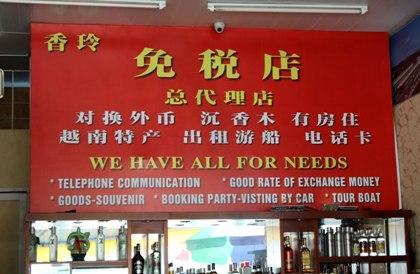 Thậm chí có biển hiệu không cả có chữ Việt khiến nhiều du khách...ngỡ ngàng.