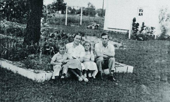 Осип Мащак разом іздружиною Галиною Галібей, дочкою Мартою тасином Андрієм переїхали доНью-Йорка, США, наприкінці 1940-х. Помер там 20грудня 1976 року