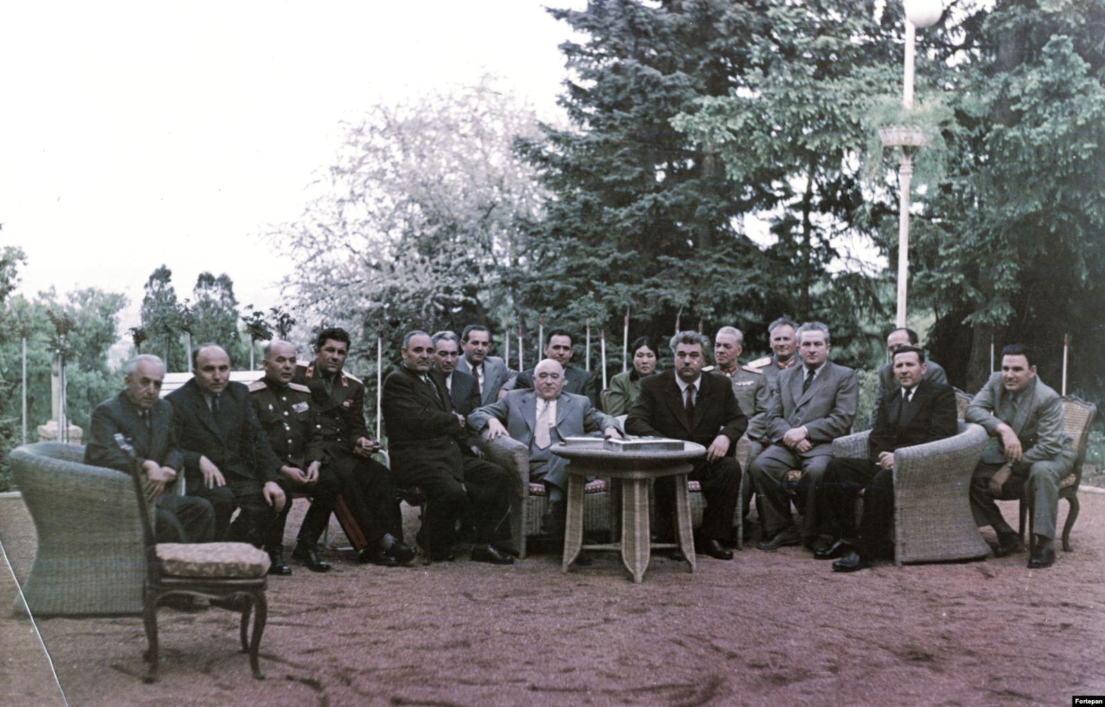 """Поставленный у власти во главе просоветского правительства Венгрии Ракоши (в центре, с другими коммунистическими лидерами, 1953 год) заявлял о себе, что он """"лучший ученик Сталина"""""""
