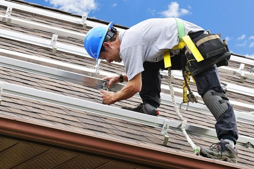 Gia cố trên mái là cách lắp máy năng lượng mặt trời trên mái nghiêng an toàn