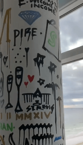 photo of the art pole in adrian morrisons destin beach aparmtment