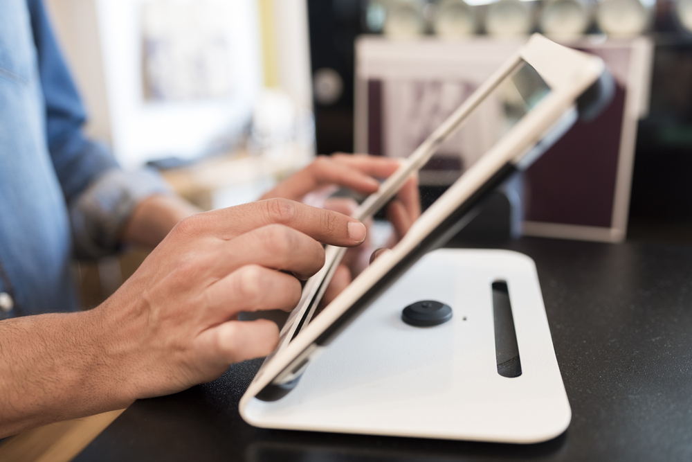 Lebih dari sekadar aplikasi kasir, sistem POS mampu berkontribusi untuk menjaga kepuasan pelanggan.