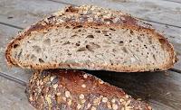 Farine Bise Bio, levain de Seigle, Graines Bio de lin, tournesol, sarrasin, millet et sésame.Origine Vaud. Autour de 700g, Vendu au poids