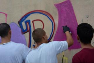 Imagem de uma oficina de graffiti em centro de internação. Projeto Educação com Arte, 2019