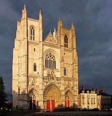 220px-Nantes_cathedrale.JPG