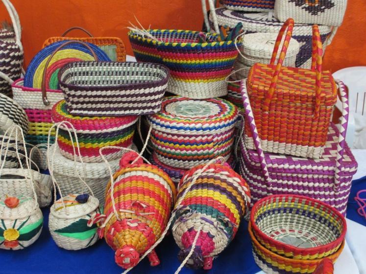 http://upload.wikimedia.org/wikipedia/commons/5/55/Nacajuca.Artesan%C3%ADas_de_palma.JPG
