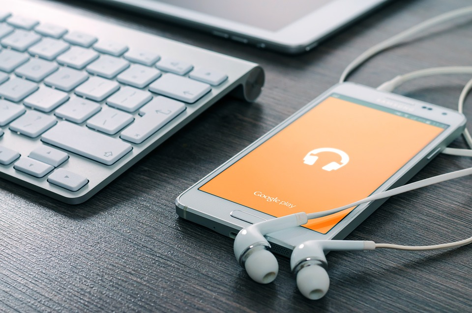 Like Listening To Music Online? Here Are Some Hacks For All Music Lovers