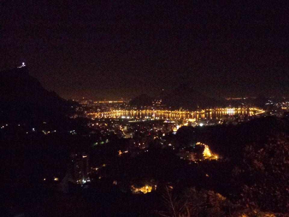 Rocinha de noche.jpg