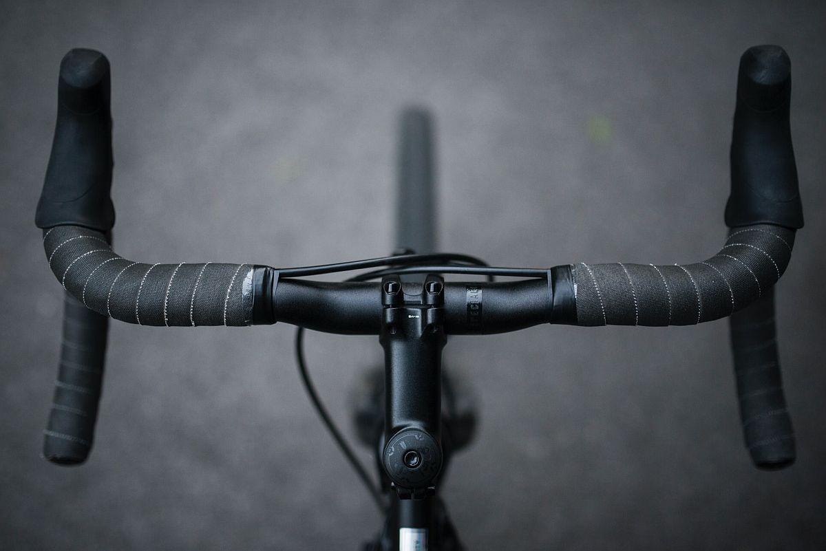 top view of a speedbike handlebar