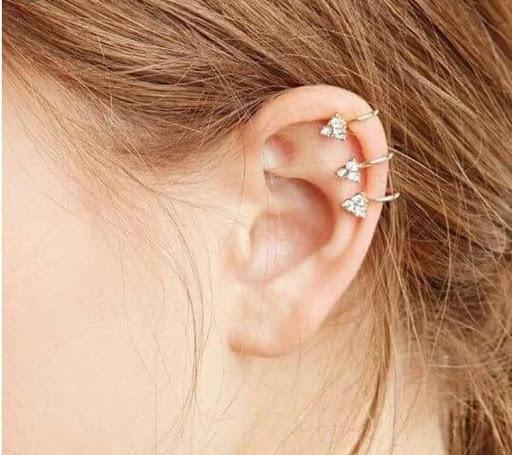 Xỏ khuyên vị trí vành tai